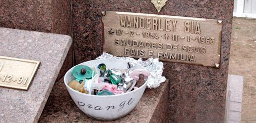 Saiba quais são os quatro túmulos mais curiosos do Cemitério de Artur Nogueira