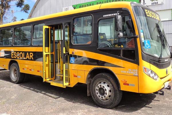 Governo Estadual doa veículo escolar para Apae de Artur Nogueira