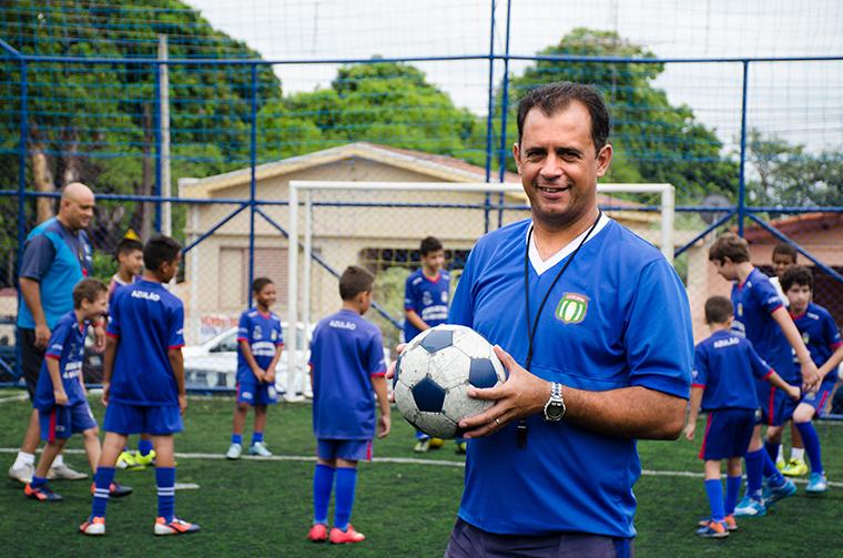 Conheça o empresário de Artur Nogueira que transformou o amor pelo futebol em negócio