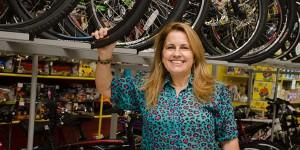 Conheça a empresária que construiu do zero uma das maiores lojas de Artur Nogueira