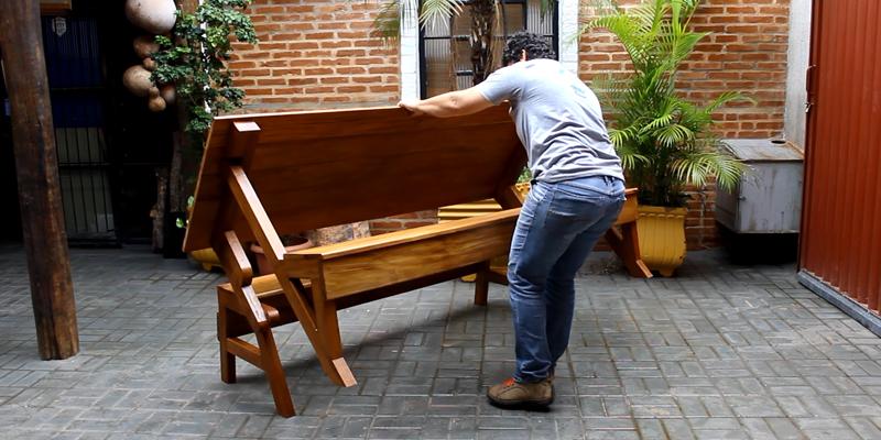 Artista de Artur Nogueira cria banco que vira mesa para oito pessoas