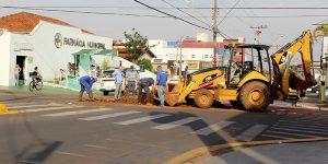 Tubulação rompe e trechos de avenida em Artur Nogueira são interditados