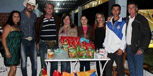 Em vez de presentes, moradora de Artur Nogueira pede ração para cães no aniversário