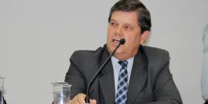 Professor Adalberto vota contra premiação do Carnaval de Artur Nogueira