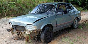 Motorista colide carro contra barranco em Artur Nogueira