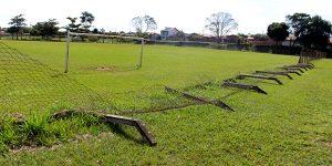 Vândalos destroem alambrado de campo em Artur Nogueira