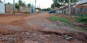 Buracos, esgoto e estrutura defasada do Benvenuto revoltam moradores de Artur Nogueira