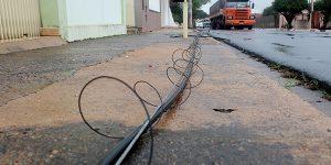 Caminhão danifica rede de fiações em bairro de Artur Nogueira