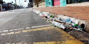 Centro de Artur Nogueira amanhece sujo após comemoração de Ano Novo