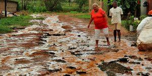 Lama e enxurrada prejudicam moradores de Artur Nogueira