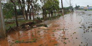 Balneário de Artur Nogueira transborda após chuva constante