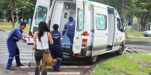 Colisão entre caminhão baú e carro deixa mulher ferida em Artur Nogueira