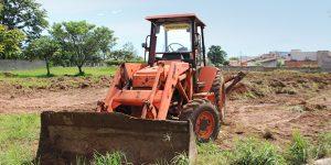 Parceria facilita serviços de terraplanagem em Artur Nogueira