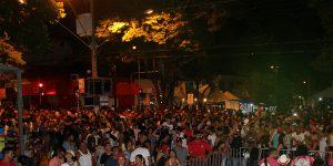 Primeira noite de Carnaval reúne milhares de foliões em Artur Nogueira
