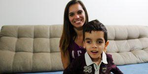 Moradora de Artur Nogueira busca ajuda para filho com condição rara