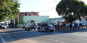 Colisão de veículos deixa motociclista ferida em Artur Nogueira