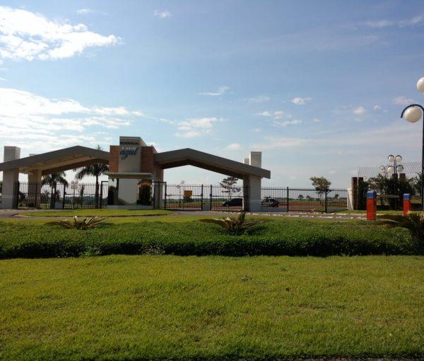 Vende-se terreno no condomínio Lago Azul em Engenheiro Coelho
