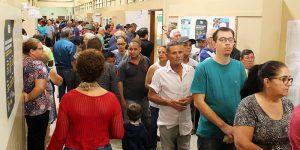 Eleitores de Artur Nogueira fazem fila para votar