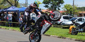 Evento reúne acrobatas de motocicletas em Artur Nogueira