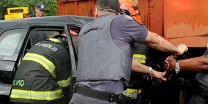 Grave acidente em Artur Nogueira deixa vítimas presas em ferragens