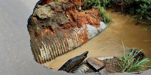 Parte de ponte desaba e rodovia de Artur Nogueira é interditada